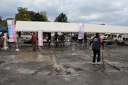 平成25年度青森秋まつりで活動パネル展示と災害救助犬・捜索犬とのふれあいを行いました(青森市合浦公園)。