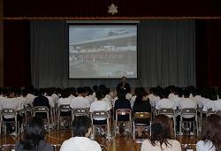 三沢市立第一中学校で、災害救助犬・捜索犬のデモンストレーションを行いました(三沢市)。