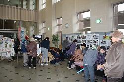 中泊町の「もったいない町民大会2014」で災害救助犬の写真展示、犬とのふれあいなどを行いました(北津軽郡中泊町)。