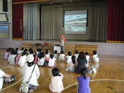 青森市の橋本小学校でデモンストレーションとふれあいを行いました。