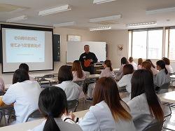青森愛犬美容専門学院で災害救助犬、嘱託警察犬についての特別講義を行いました(青森市)。