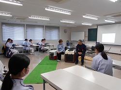 青森愛犬美容専門学院でセラピー犬についての特別講義を行いました(青森市)。