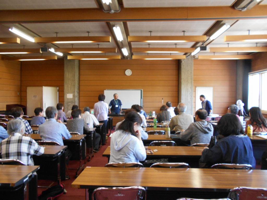 中央寿大学院で、災害救助犬についての講義とデモンストレーションを行いました(青森市)。