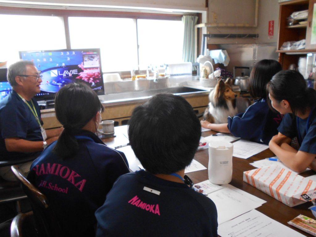 青森市立浪岡中学校の生徒が訓練所「イヌヒトくらす」で職場体験をしました(青森市浪岡)。