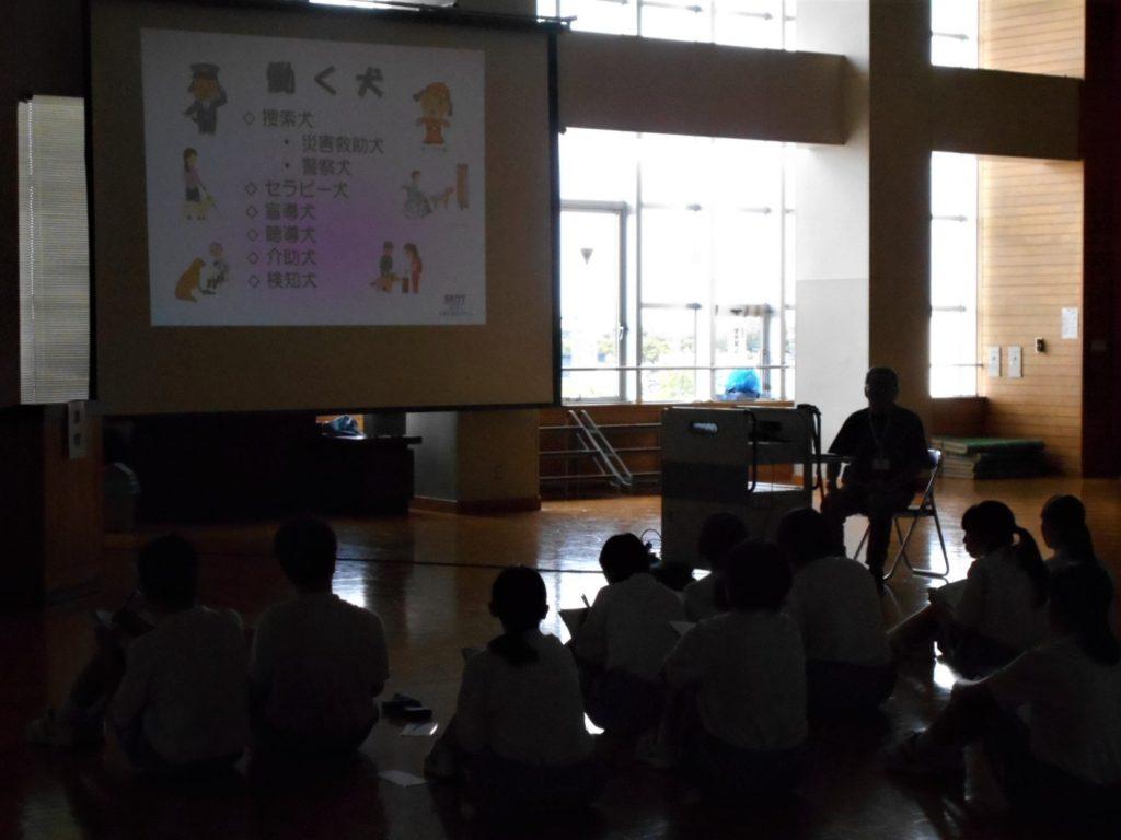 青森市立造道中学校で訓練士についての職業講話を行いました(青森市)。