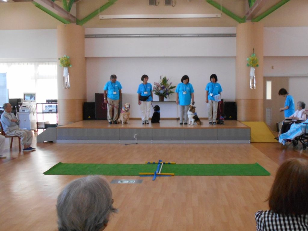 デイサービスセンター「鶴ヶ丘」でJAHA(日本動物病院協会)公認のセラピー活動を行いました(青森市)。