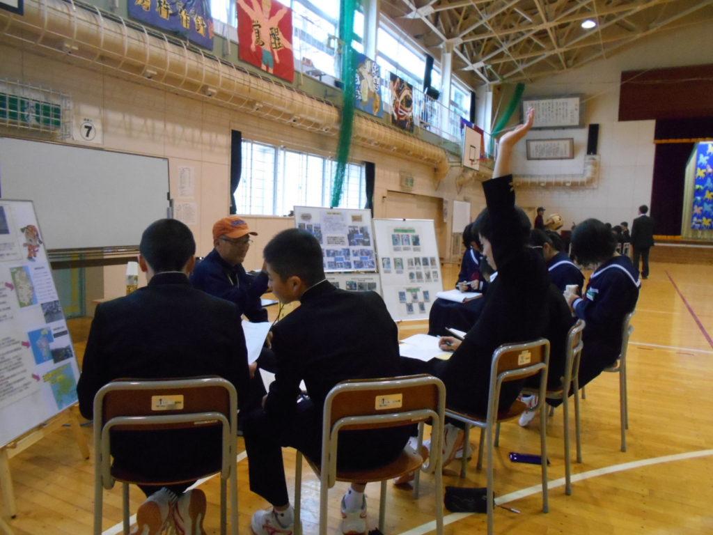 平内町立西平内中学校で犬の訓練士の職業について講話と災害救助犬のデモンストレーションを行いました(東津軽郡平内町)。