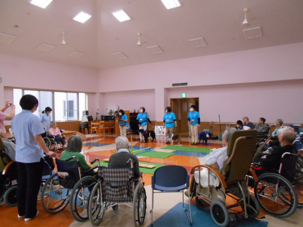 特別養護老人ホーム「かいふう」でセラピー活動を行いました(青森市)。