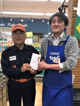 さとちょう浪岡店のレシート還元キャンペーンによる寄付金がチームに贈呈されました(青森市浪岡)。