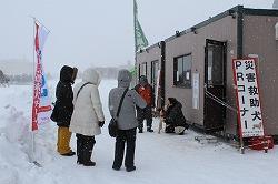 青森冬まつりで写真展示、ふれあい、および募金活動を行いました(青森市)。