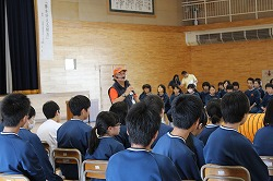 青森市立佃中学校で訓練士として「夢講話」とデモンストレーションを行いました。