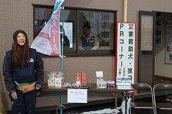 青森冬まつりで、災害救助犬・捜索犬の写真展示と犬とのふれあいを行いました(青森市)。