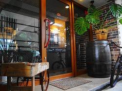募金箱を「ドッグカフェ・フランダース」に設置していただきました(八戸市)。